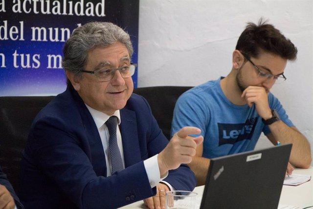 Enrique Millo, secretario general de Acción Exterior de la Junta de Andalucía, durante su conferencia en los cursos de verano de la UPO en Carmona