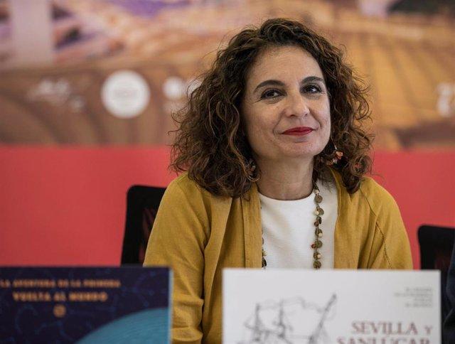La ministra de Hacienda en funciones, María Jesús Montero asiste a la firma del convenio entre Loterías y Apuestas del Estado y la Fundación Nao Victoria.