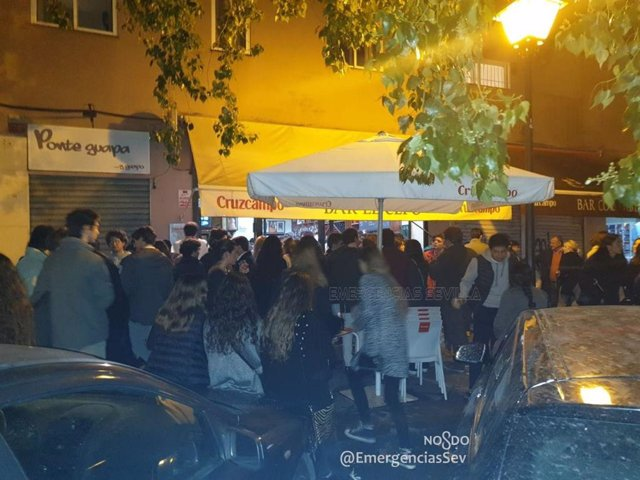Sevilla.- Sucesos.- Precintan un bar y una discoteca por excesos de aforo y otras infracciones tras quejas vecinales