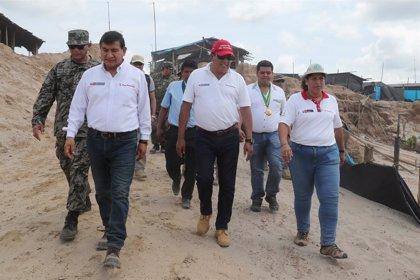 """Muere el ministro de Defensa de Perú tras sufrir un """"desvanecimiento"""" durante una visita de trabajo"""