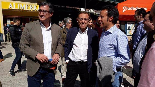 Ignacio prendes, Juan Vázquez e Ignacio Cuesta en un acto de Ciudadanos.