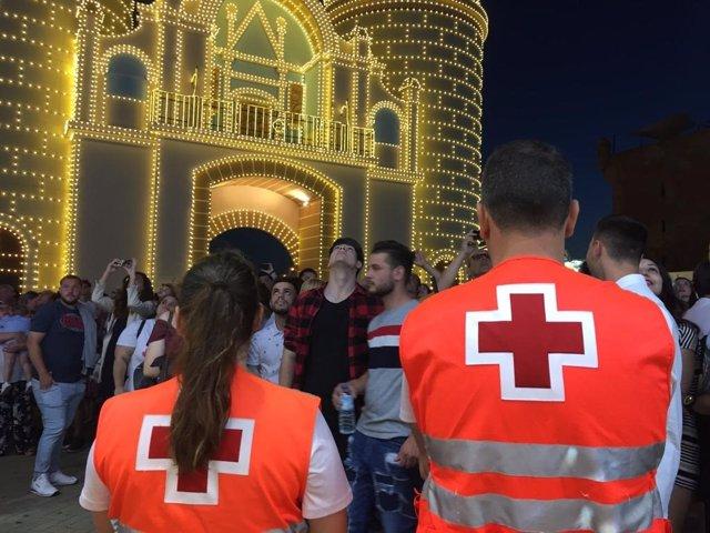 Voluntarios de Cruz Roja en la Feria de San Juan de Badajoz