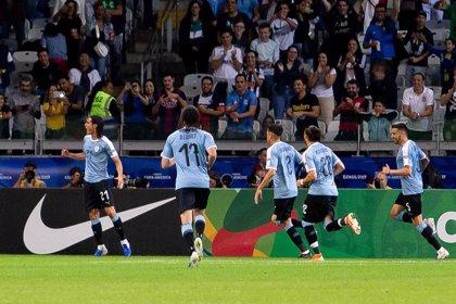 Uruguay tumba a Chile y se cita con Perú en cuartos de la Copa América