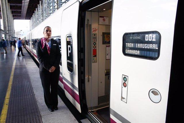 Viaje inaugural del AVE a Granada, Salida de la estación de Atocha-Madrid.
