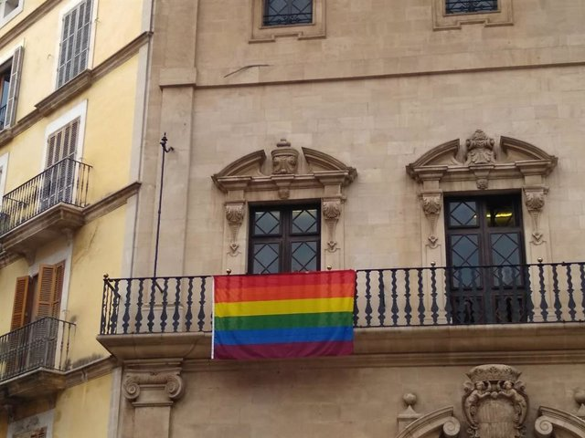 Bandera LGTBI a Cort