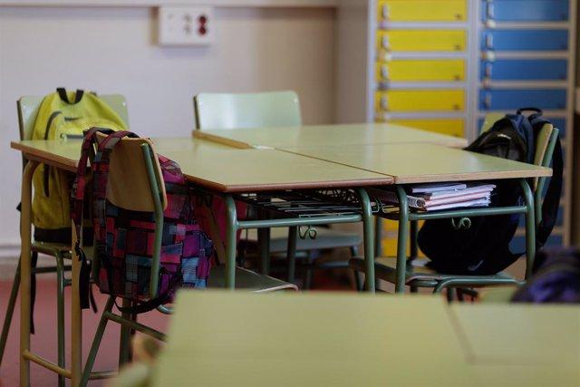 Imatge de recurs d'una aula d'un col·legi buida.
