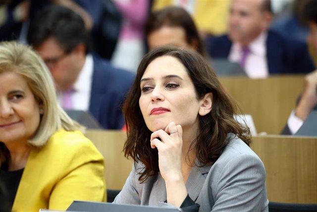 La candidata del PP a la presidencia de la Cominidad de Madrid, Isable Díaz Ayuso (2i), en el acto de elección del presidente de la Asamblea General de CEIM.