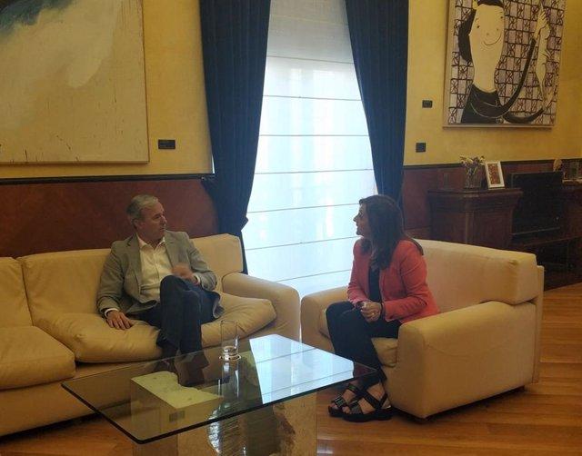 El alcalde de Zaragoza, Jorge Azcón, y la delegada del Gobierno de España en Aragón, Carmen Sánchez