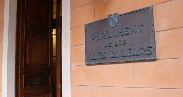 Recurs de la façana del Parlament