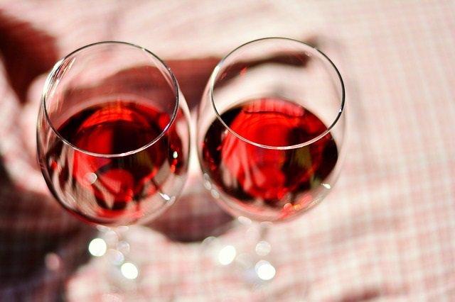 COPAS DE VINO, ALCOHOL