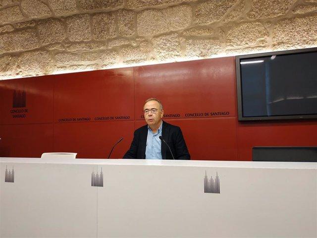 El alcalde de Santiago, Xosé Antonio Sánchez Bugallo, en una rueda de prensa