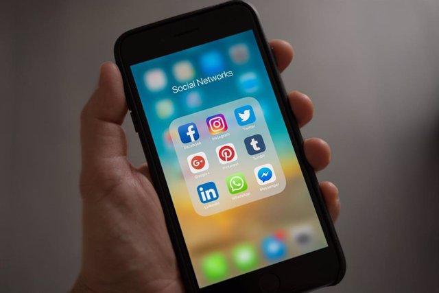 Recurso, móvil con redes sociales