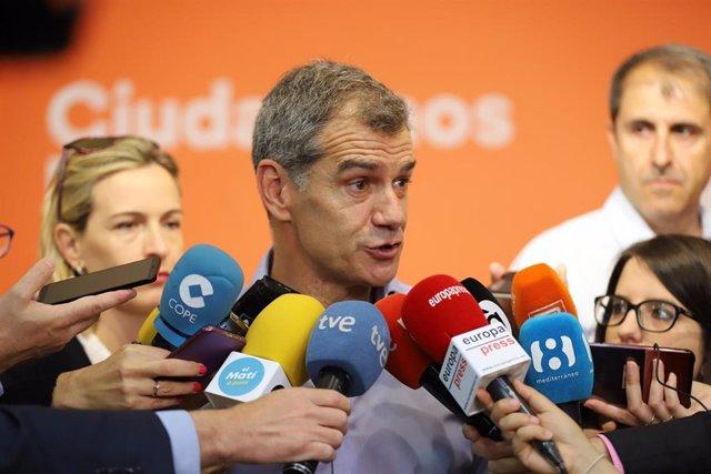 Toni Cantó atiende a los medios en imagen de archivo