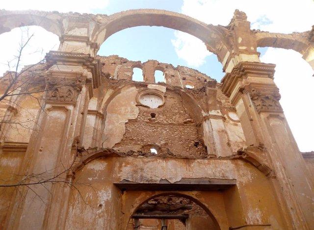 Fachada de la iglesia del convento de San Rafael en el Pueblo Viejo de Belchite.