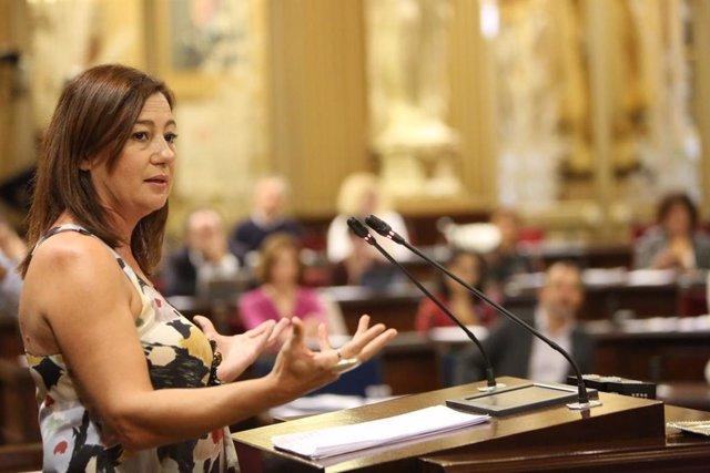 La presidenta del Govern, Francisca Armengol, en del debate de política general del Parlament en 2017 (imagen de archivo)