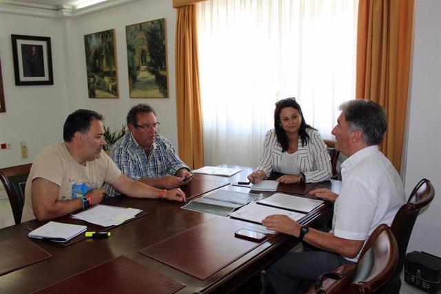 La alcaldesa de Espartinas se reúne con el gerente de la Mancomunidad del Guadalquivir
