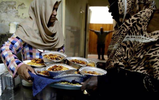 Mujeres sudanesas celebran el Ramadán en El Cairo