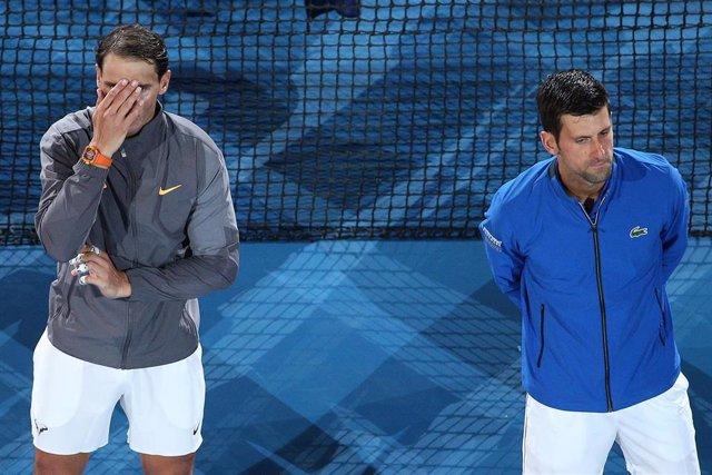 Novak Djokovic junto a Rafa Nadal tras la final del Abierto de Australia 2019