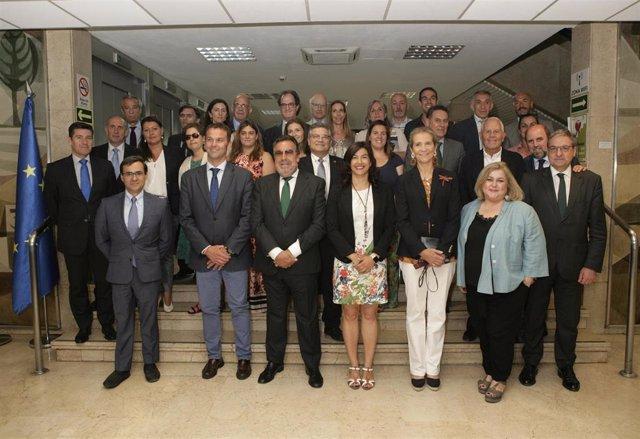 Foto de familia tras la Asamblea General Ordinaria del CPE con SAR la Infanta Elena, Miguel Carballeda y María José Rienda