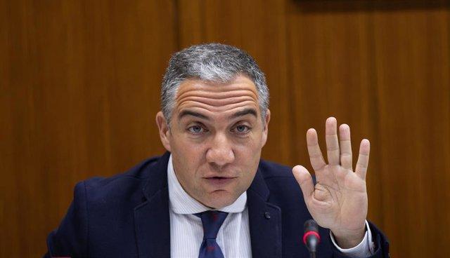 El consejero de Presidencia, Administración Pública e Interior, Elías Bendodo, comparece en comisión parlamentaria.