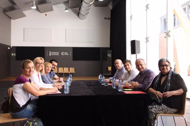 Primera reunión de la comisión negociadora del nuevo Govern de La Nau, con miembros de Compromís y PSPV.