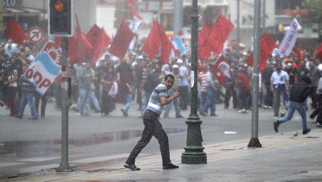 Nuevos disturbios en Estambul y Ankara por el desalojo del parque Gezi