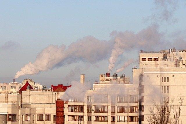 Humo, chimineas, edificios, contaminación