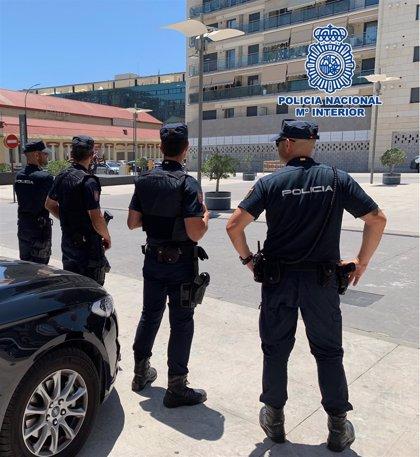 Detenidos tras asaltar a una pareja en el ascensor de su vivienda en Torremolinos (Málaga)