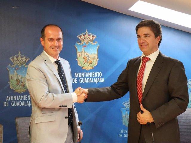 El alcalde de Guadalajara, Alberto Rojo, y el primer teniente de alcalde, Rafael Pérez Borda