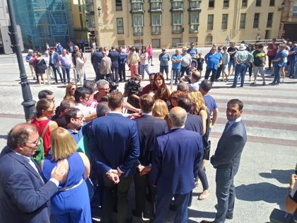 Los diputados de PP, PPSO y Cs son recibidos entre gritos y abucheos al llegar a la Diputación de Soria