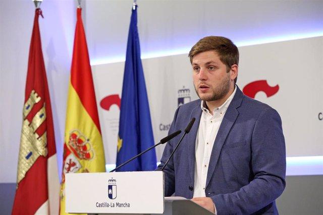 El portavoz del Gobierno de C-LM, Nacho Hernando, en rueda de prensa