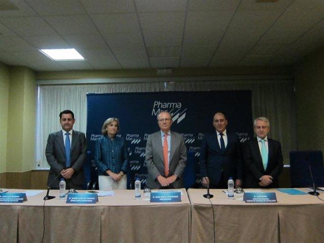 La directora financiera de Pharma Mar, María Luisa de Francia, el presidente, José María Fernández, y el director general de la Unidad de Negocio de Oncología, Luis Mora, este miércoles