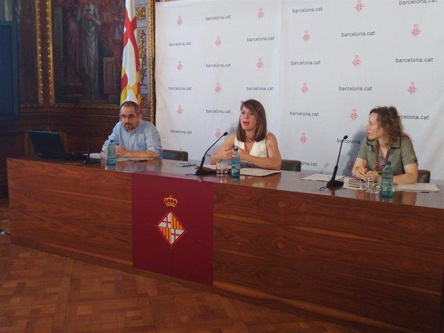 Janet Sanz, Manuel Valdés i Carolina Puig en roda de premsa