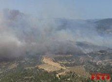 Unes 40 dotacions de Bombers treballen en un incendi a Torre de l'Espanyol (Tarragona) (@BOMBERSCAT)