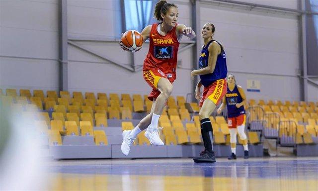 Laia Palau entrenando con la selección española