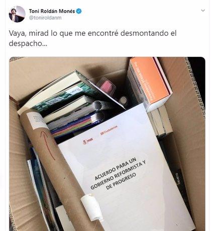 Toni Roldán se despide del Congreso con una foto del pacto que Rivera firmó con Pedro Sánchez en 2016
