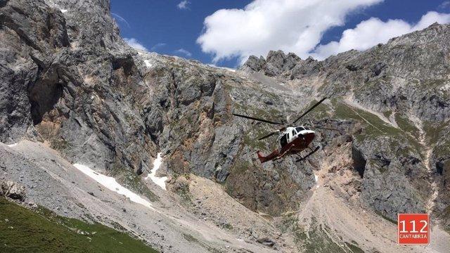 Rescate en helicóptero a un hombre accidentado en Picos de Europa