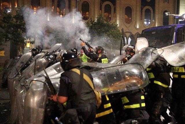Enfrentamientos entre policías y manifestantes en Tiflis por la visita de una delegación rusa a Georgia