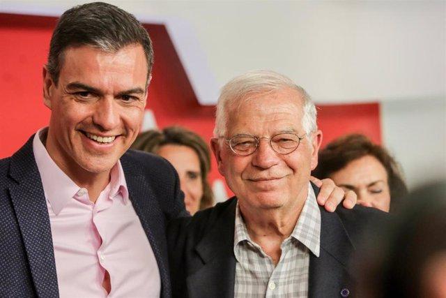 El presidente del Gobierno en funciones, Pedro Sánchez, y el ministro de Asuntos Exteriores, también en funciones, Josep Borrell.
