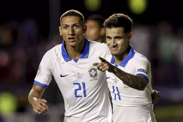 14 June 2019, Brazil, Sao Paulo: Brazil's Philippe Countinho (R) celebrates after scoring during the Copa America 2019 Group A soccer match between Brazil and Bolivia at Morumbi Stadium. Photo: Diego Maranhão/AM Press via ZUMA Wire/dpa