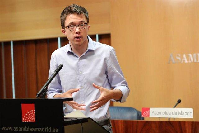 El portavoz de Más Madrid en la Asamblea de Madrid,  Iñigo Errejón, en rueda de prensa antes de la reunión del Grupo Parlamentario de Más Madrid.
