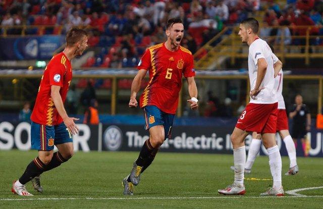 Fabiánb Ruiz y Dani Olmo celebran el 3-0 ante Polonia en el Europeo Sub-21