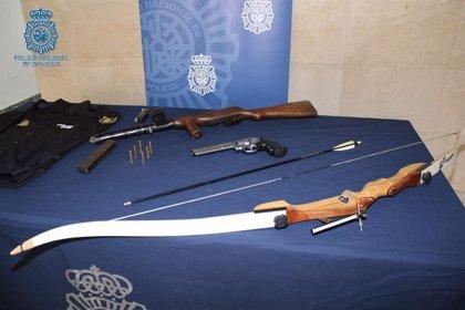 En libertad con cargos por amenazar a su pareja con un arma de fuego en San Juan (Sevilla)