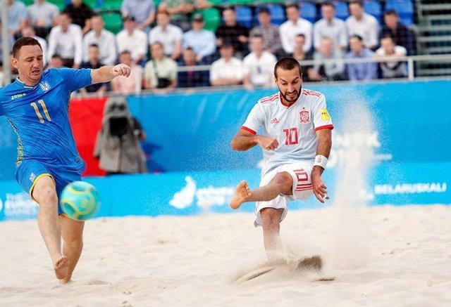 Llorenç Gómez León, durante un partido de la selección española de fútbol playa.