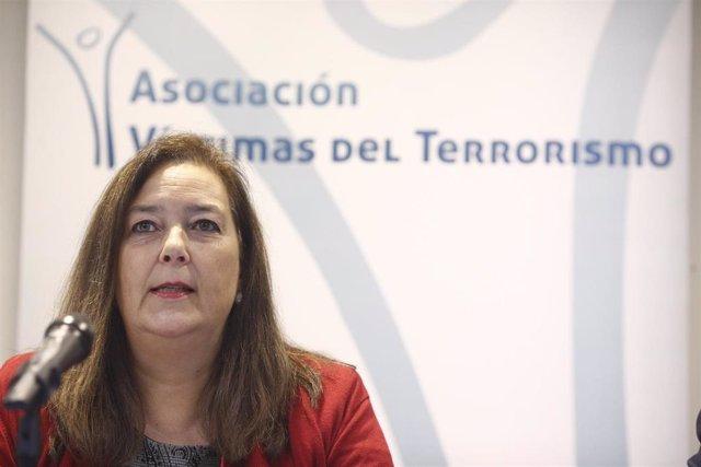 """La presidenta de la AVT, Maite Araluce,  presenta a los medios de comunicación el dossier en el que se analiza """"La respuesta de la justicia a las víctimas del terrorismo"""" en el que presenta las últimas cifras actualizadas sobre casos sin resolver de ETA,"""