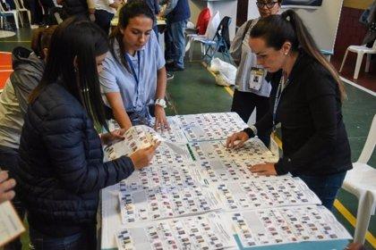 Registros en la sede del TSE para investigar supuestas discrepancias en el recuento de las presidenciales en Guatemala