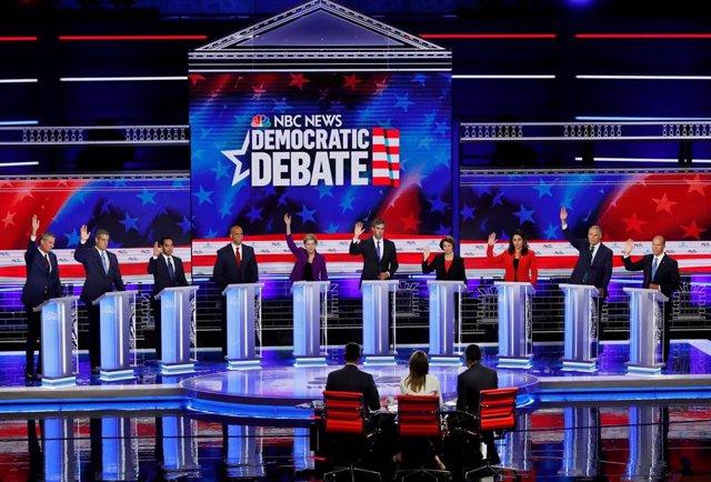 Los candidatos demócratas en el primer debate presidencial de EEUU