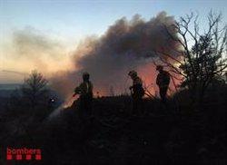 L'incendi de Ribera d'Ebre crema més de 4.000 hectàrees i podria arribar a les 20.000 (@BOMBERSCAT)