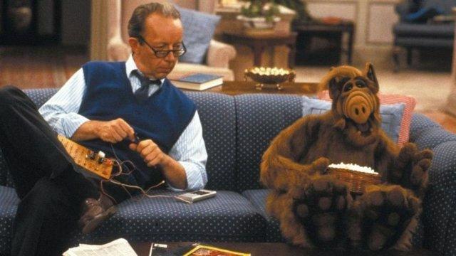 Max Wright, el actor que dio vida a Willie Tanner, en una secuencia de la comedia de la década de los 80 ALF