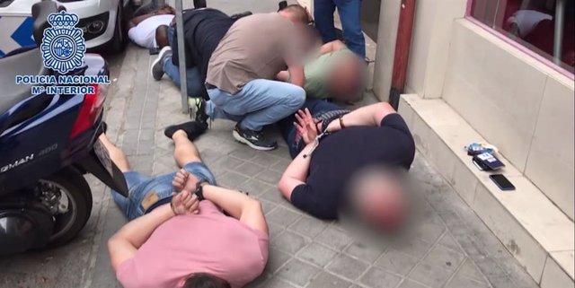 Imagen de los detenidos por la Policía Nacional acusados de secuestrar a un ciudadano argentino durante una semana.